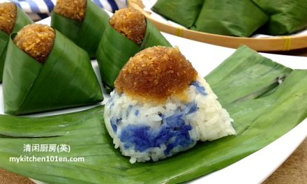 Pulut Inti (Steamed Glutinous Rice with Gula Melaka Coconut Topping)